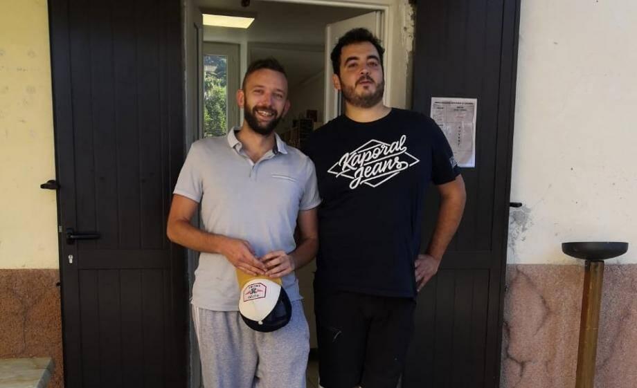 Grégory (à gauche) et Didier (à droite), nouveaux gérants de la boulangerie inaugurée aujourd'hui.