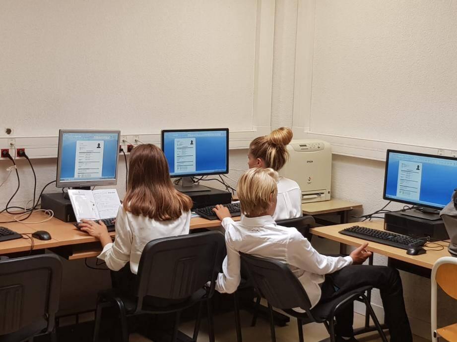 Grâce aux ateliers du BIJ, les jeunes antibois deviennent autonomes dans la création de leur CV.