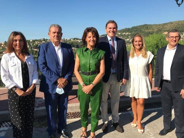 De gauche à droite, les cinq sénateurs azuréens pour la mandature 2020-2026: Patricia Demas, Henri Leroy, Dominique Estrosi-Sassone, Philippe Tabarot, Alexandra Borchio-Fontimp. A l'extrême droite, Jean-Marc Délia, l'un des deux suppléants.