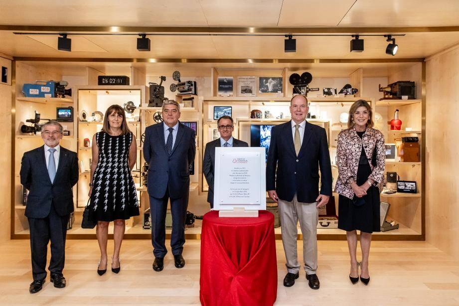 Le prince Albert II et la princesse Caroline ont découvert le cabinet de curiosités dans l'entrée du nouvel Institut.
