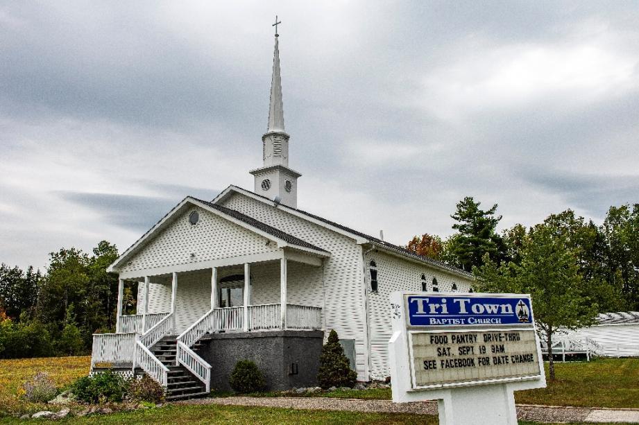 L'église baptiste de Tri-Town où a eu lieu début août un mariage auquel ont été reliés 7 morts et au moins 177 personnes infectées, photographiée ici en septembre 2020 à East Millinocket dans l'Etat américain du Maine