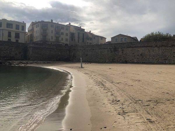 Baignade interdite jusqu'à nouvel ordre à la Gravette comme sur les autres plages d'Antibes-Juan-les-Pins.