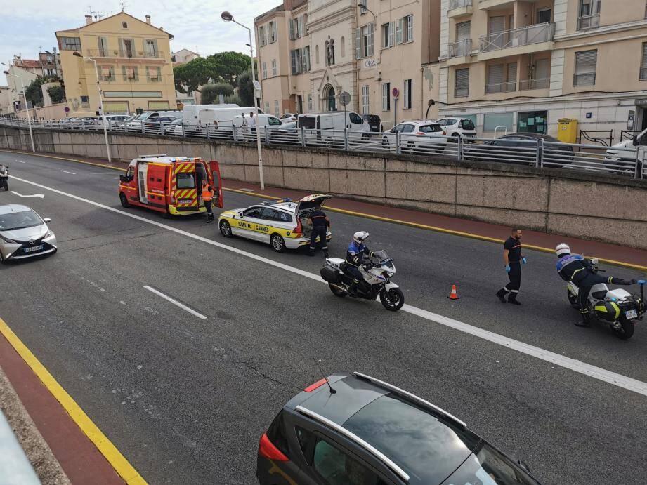 La victime a été transportée vers l'hôpital Pasteur 2 de Nice sous escorte policière.