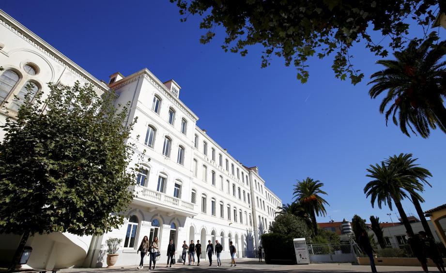 L'institut Stanislas de  Cannes.