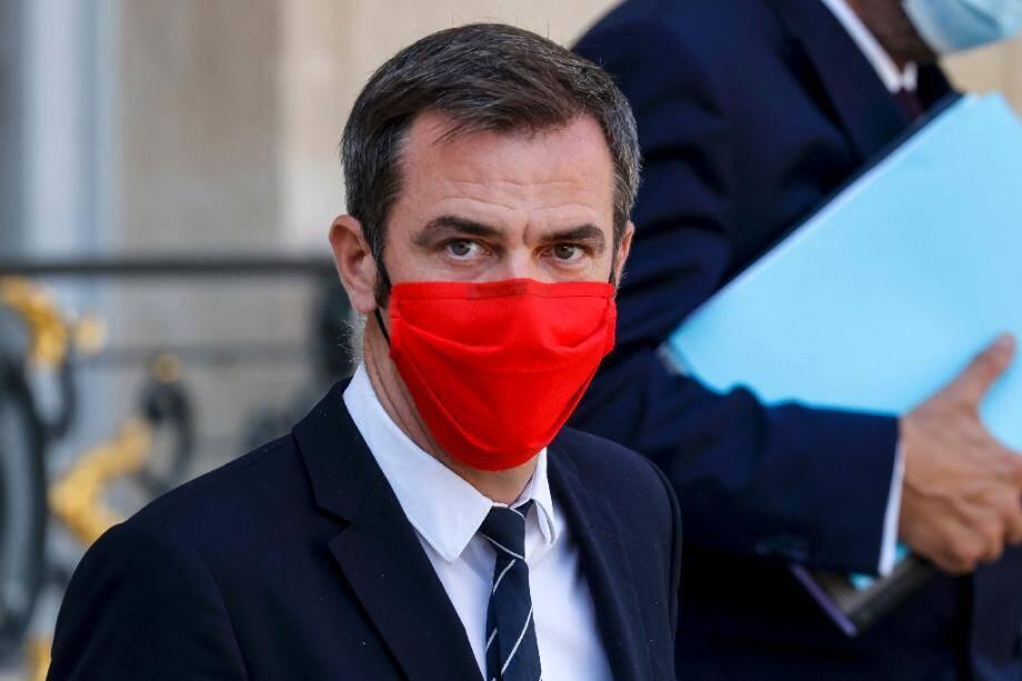 Le ministre de la Santé Olivier Veran à l'issue d'une réunion à l'Élysée le 16 septembre 2020 à Paris.