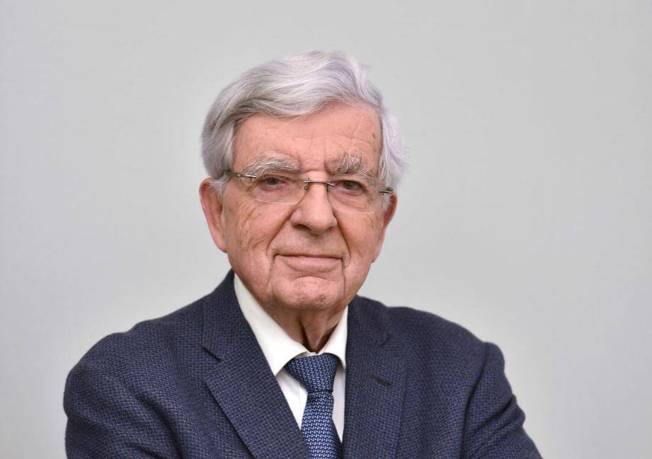 Jean-Pierre Chevènement a occupé tous les grands ministères, entre 1981 et 2000.