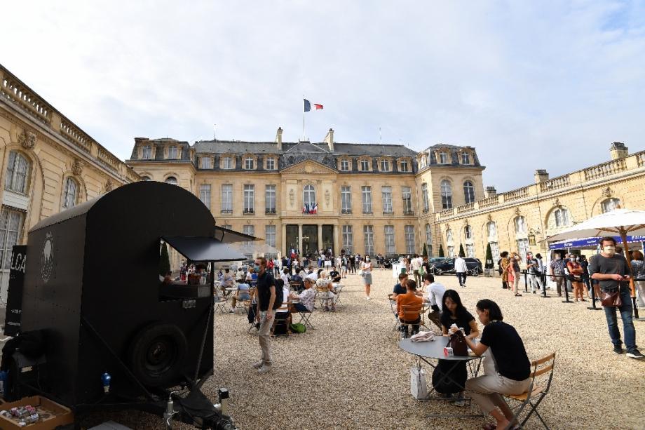 Dans le cour du palais de l'Elysée à Paris, lors des 37e journées du Patrimoine, le 19 septembre 2020