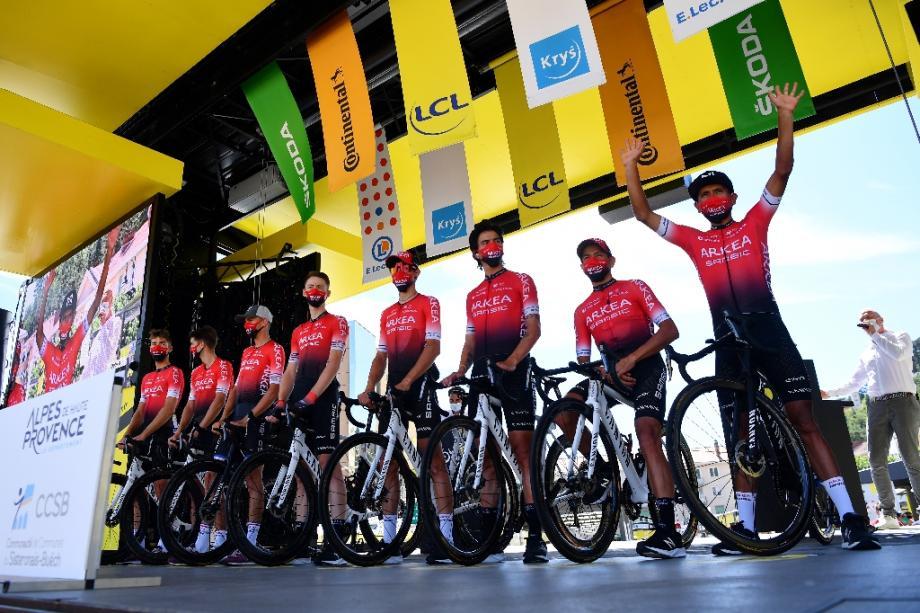 Les coureurs de l'équipe d'Arkea-Samsic avant la 4e étape du Tour de France à Sisteron, le er septembre 2020