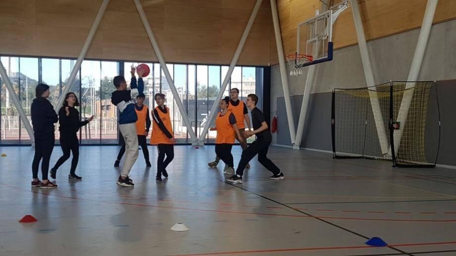 Les activités sportives en salle le week-end - ici à l'Esaj, dans le quartier Berthe - ne sont désormais plus possibles, faute pour la municipalité de pouvoir assurer la désinfection des installations entre chaque utilisateur les samedis et dimanches.