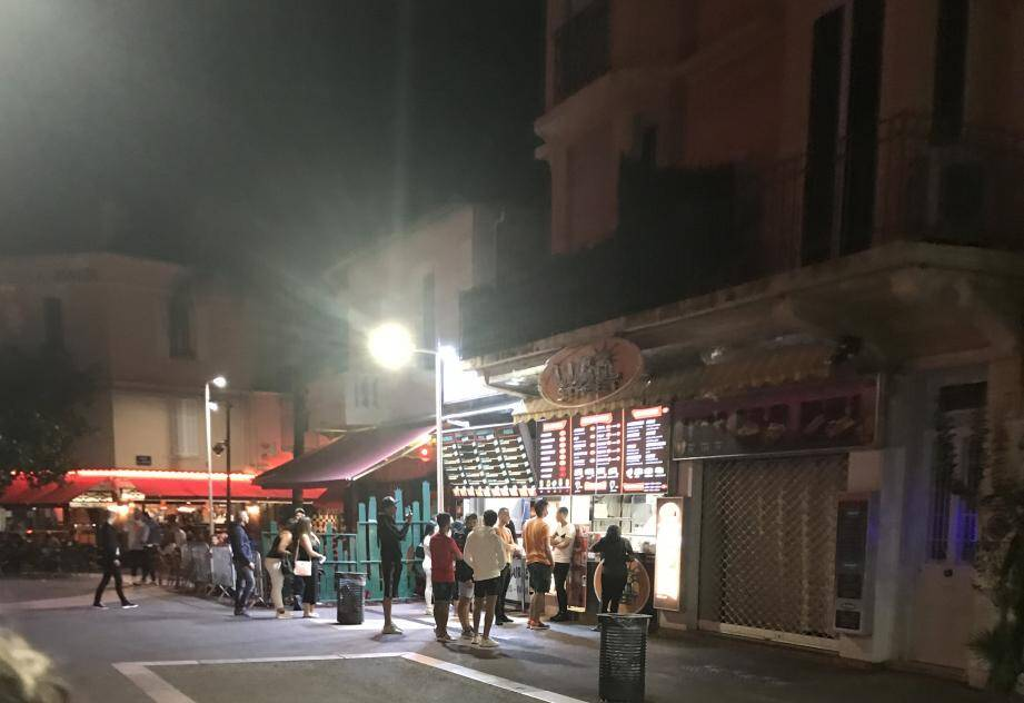 Dans la nuit de vendredi à samedi, le Panini's Burger et le Wall Street, situés boulevard de la Pinède ont rouvert.