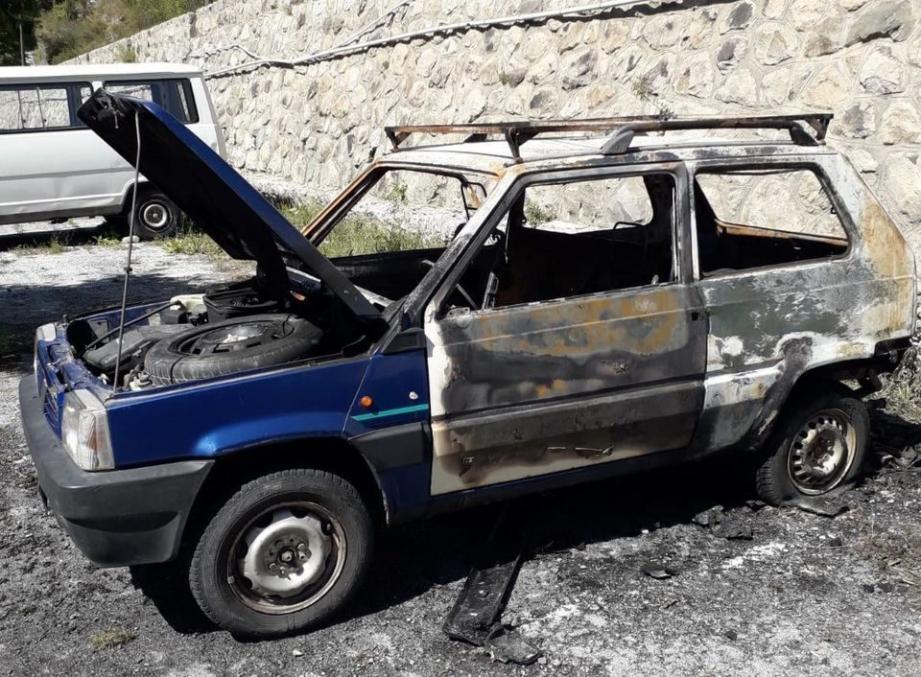 La voiture de Virgile a été incendiée au début du mois, rendant l'exercice de son travail difficile.
