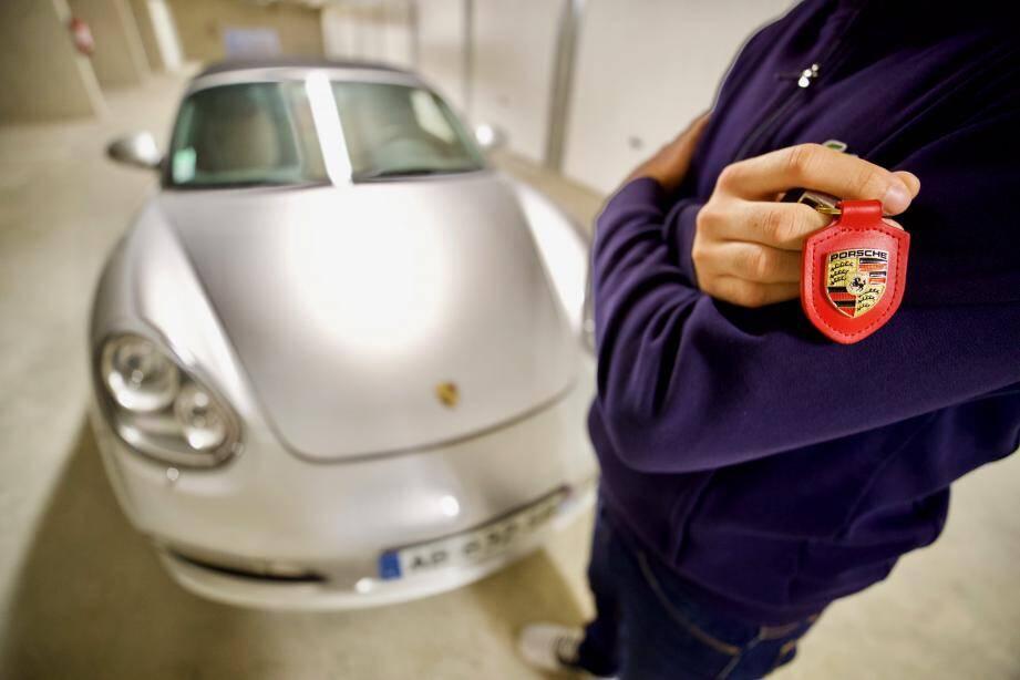 La Porsche d'Alexandre est immobilisée dans son garage depuis septembre 2019.