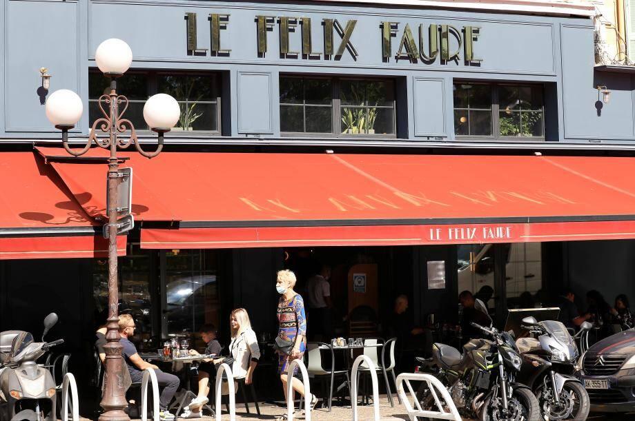 «À croire que le virus ne circule que dans nos établissements et pas dans les supermarchés ou les transports en commun», lâche Fred Ghintran, patron du Félix-Faure à Nice. Ce samedi, il a, une nouvelle fois, réuni des confrères dans son établissement.