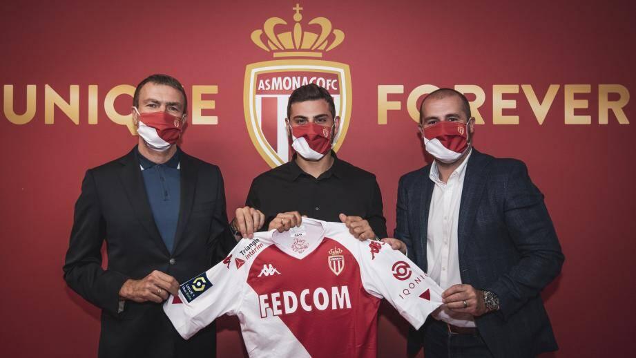 Apres plusieurs jours de rumeur, c'est donc officiel, l'attaquant allemand de 28 ans, Kevin Volland (10 sélections), signe à l'AS Monaco jusqu'en 2024 en provenance du Bayer Leverkusen où il ne lui restait qu'une année de contrat.