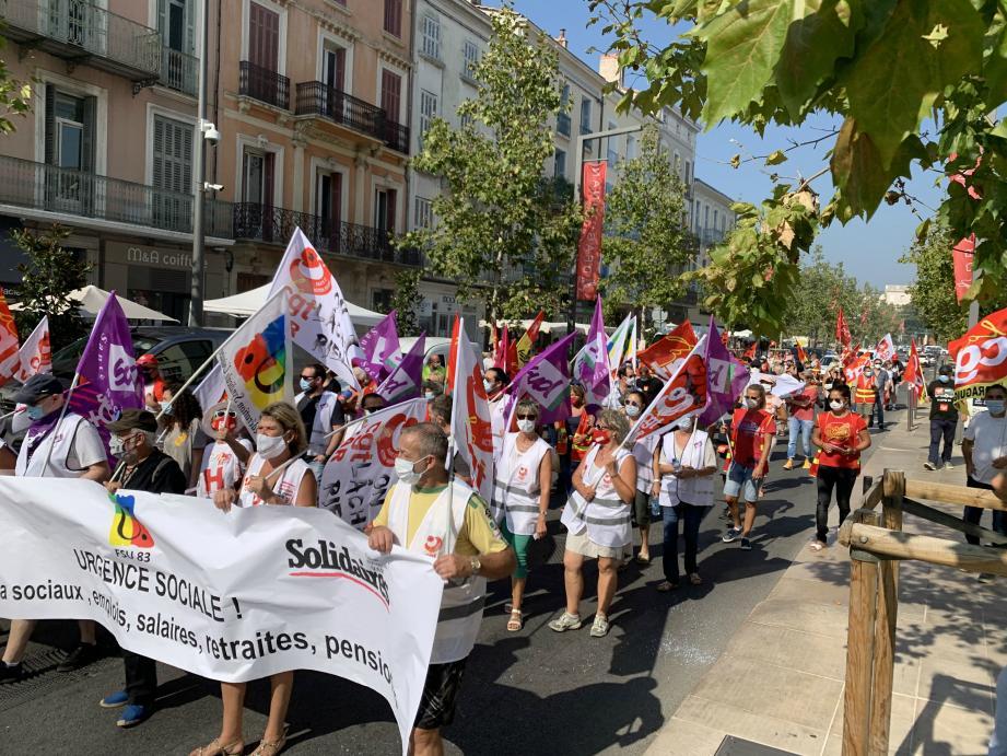 Les manifestants ont défilé sur le boulevard Clemenceau ce jeudi matin .