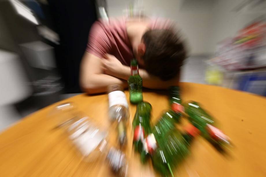 C'est une soirée d'anniversaire comme il y en a tant, où filles et garçons boivent plus que de raison...