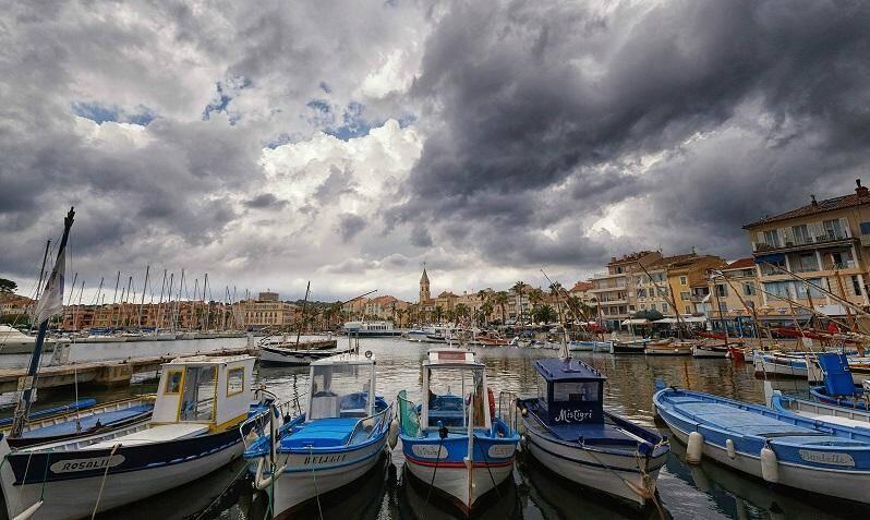 Ciel nuageux sur Sanary.