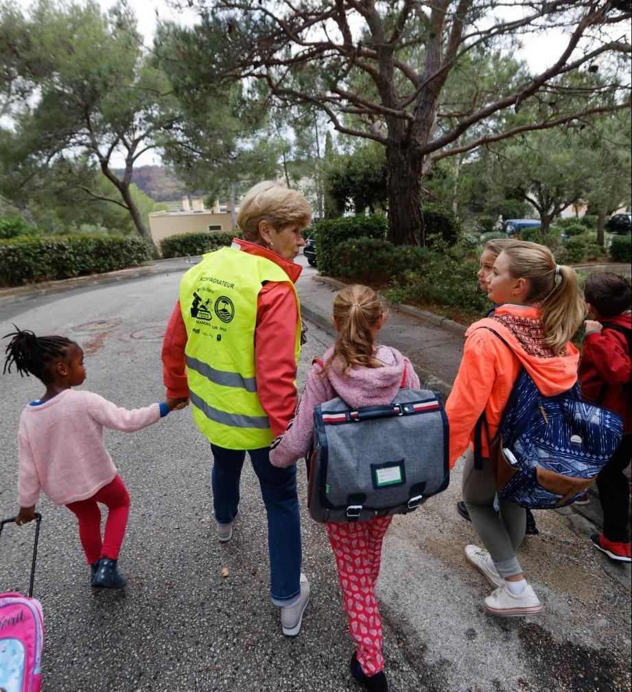 Le pédibus permet de sécuriser le chemin de l'école.