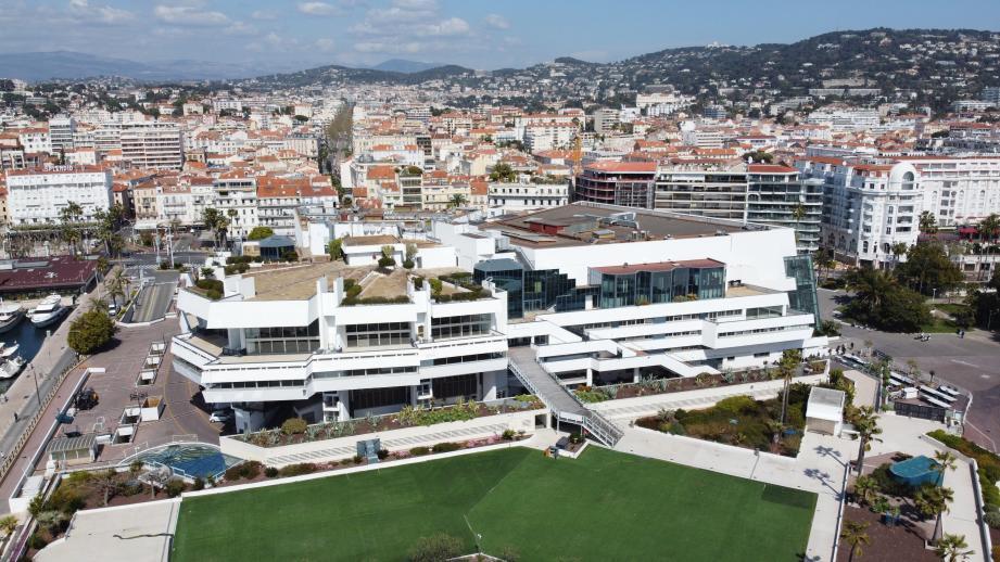 Vue aérienne du Palais des Festivals.