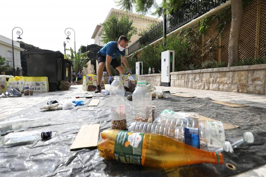 Depuis la grande salle du Musée océanographique, le message a été lancé: nettoyer ne suffit pas, il faut prendre le problème des déchets plastiques à sa racine.