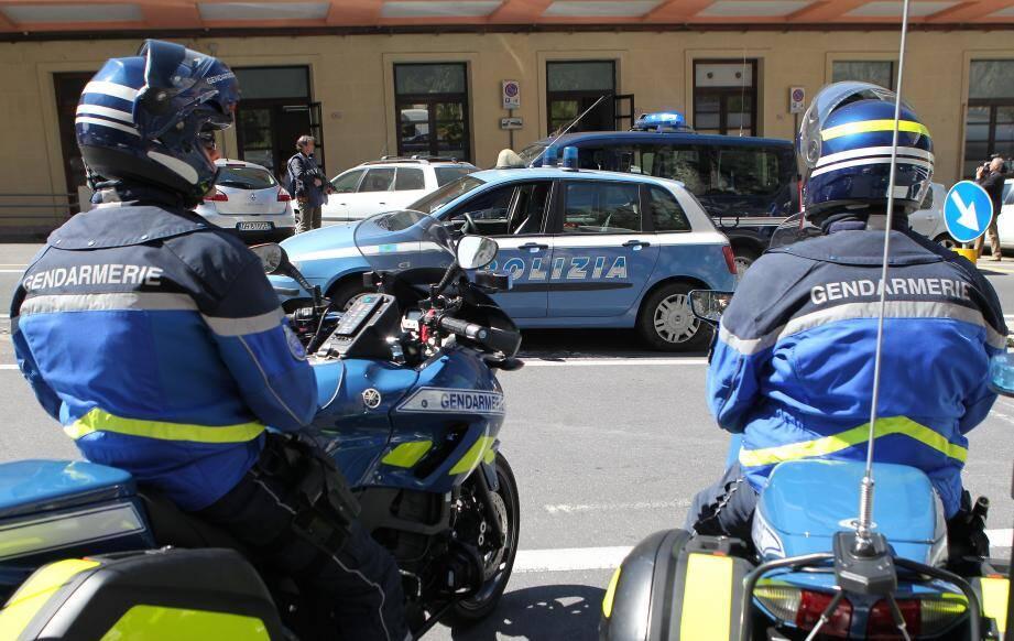 Les carabiniers de Gênes et les sections de recherche de Marseille et Paris ont mené une opération conjointe ce mardi matin dans le sud de la France et en Italie. Ils ont saisi près d'un million d'euros. 46 personnes ont été arrêtées. Elles sont suspectées d'association de malfaiteurs en bande organisée, de blanchiment d'argent et de vol. L'ombre de la 'Ndrangheta, la mafia calabraise, plane.
