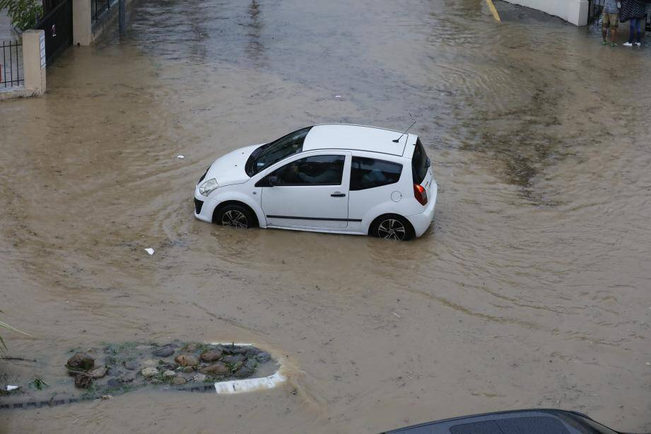 Un violent orage s'est abattu sur Sanary-sur-Mer ce mardi.