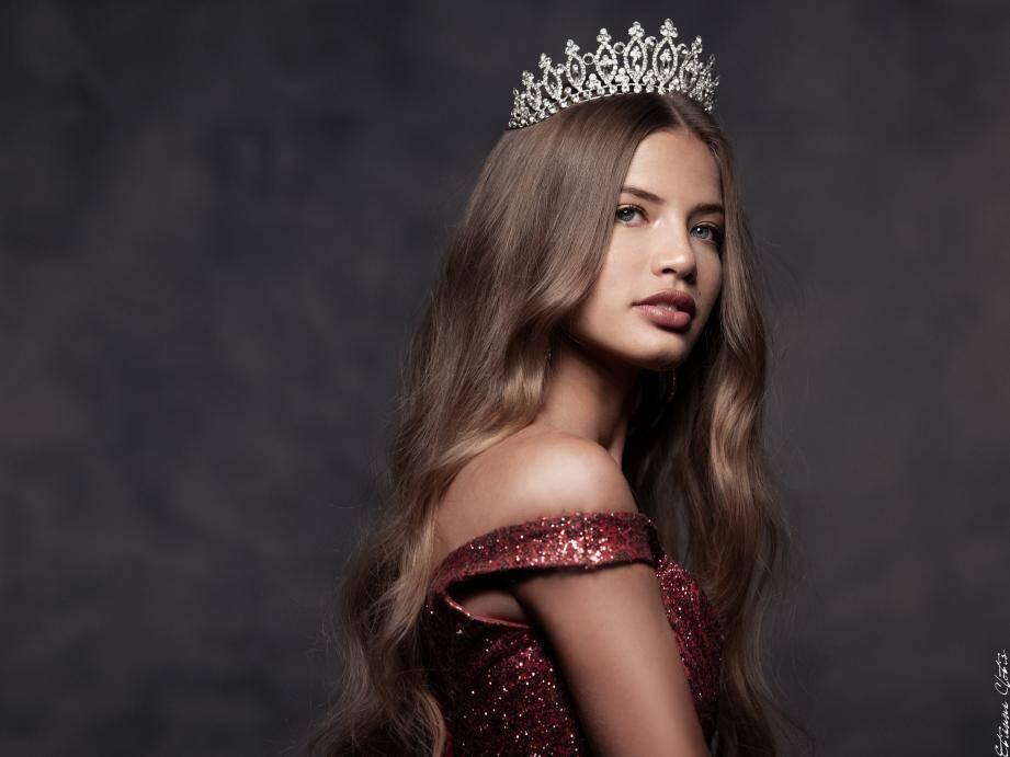Il y a plus d'un an, Manelle Souahlia a été élue Miss Vallauris-Golfe-Juan. Vendredi soir, elle couronnera sa successeure.