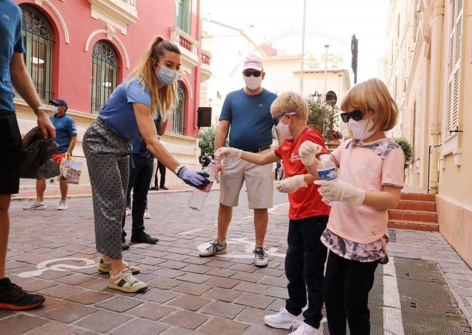 Le souverain et les enfants ont pris la tête de la traque aux déchets laissés sur la voie publique à Monaco-Ville.