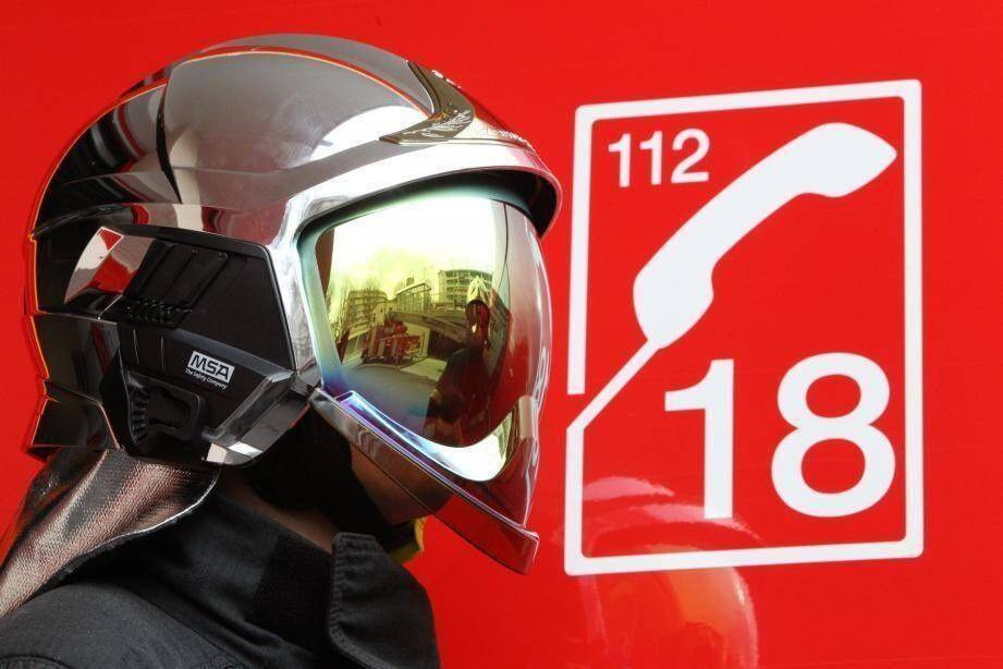 Les pompiers luttent ce vendredi matin contre un feu de végétation dans une zone inaccessible du massif de l'Estérel.