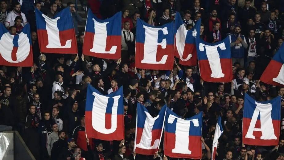 Les supporters du cup du PSG.
