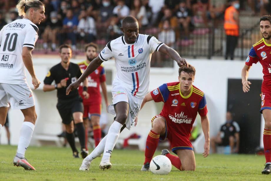 """""""Sidy"""" Mamadou Niang a réalisé le doublé face à Marignane-Gignac."""