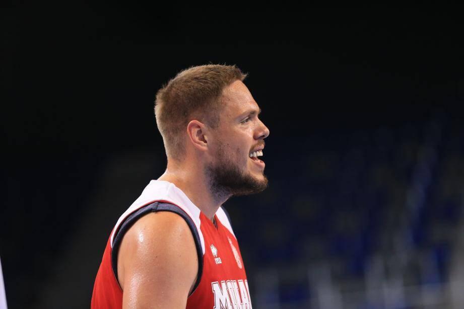 Match amical de basket Antibes sharks Monaco à l'Azur Arena d'Antibes