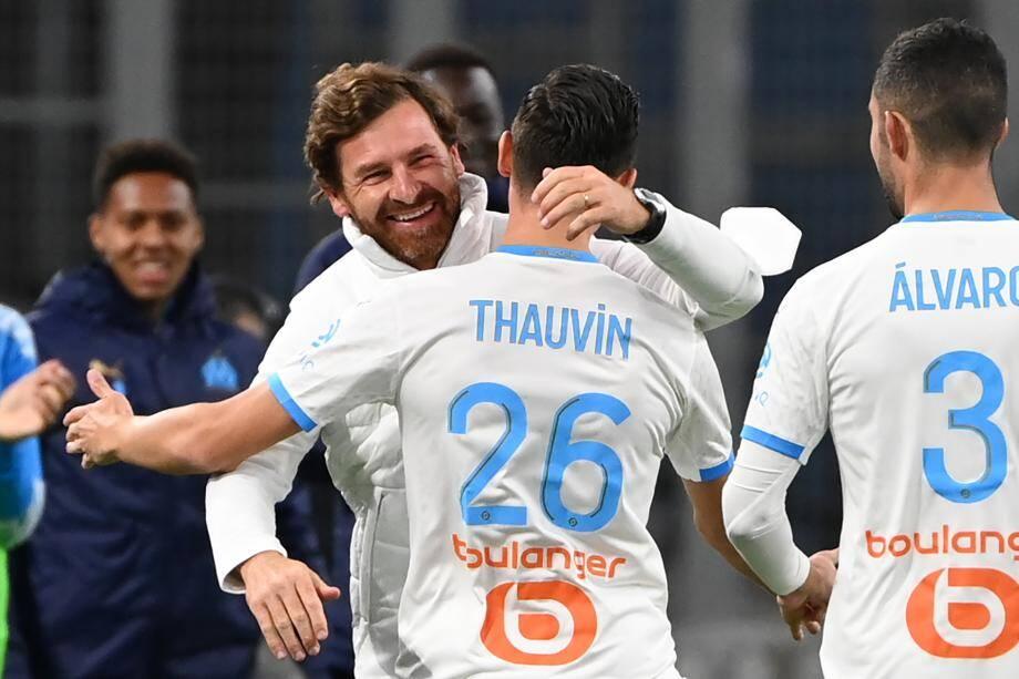 André Villas-Boas célèbre avec Florian Thauvin, buteur contre Bordeaux ce samedi en Ligue 1.