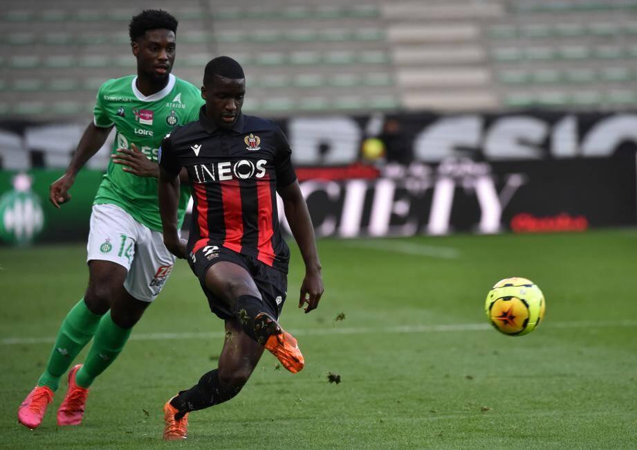 L'OGC Nice n'est pas inquiété par Saint-Etienne pour le moment.
