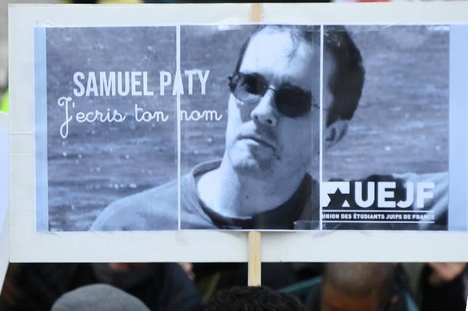 Des milliers de personnes rassemblées, le 18 octobre 2020, place de la République à Paris pour rendre hommage à Samuel Paty, le professeur d'histoire décapité dans les Yvelines