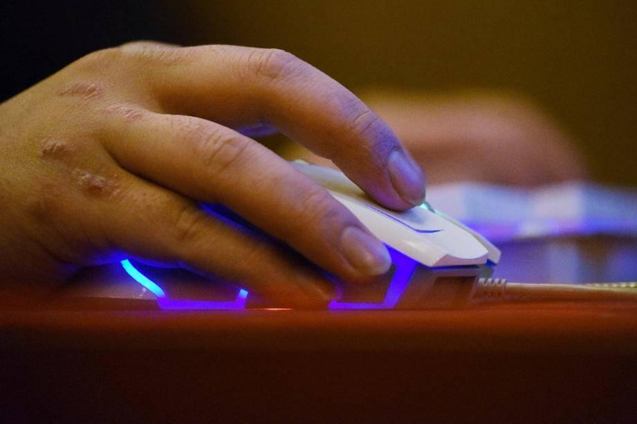 """""""Haurus"""", un ex-agent français déjà connu de la justice pour une affaire sur le darknet, a été mis en examen et placé sous contrôle judiciaire dans un autre dossier"""