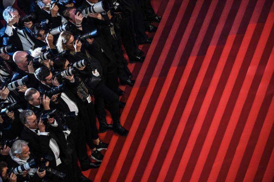 Des photographes massés pour la montée des marches au Festival de Cannes le 21 mai 2019