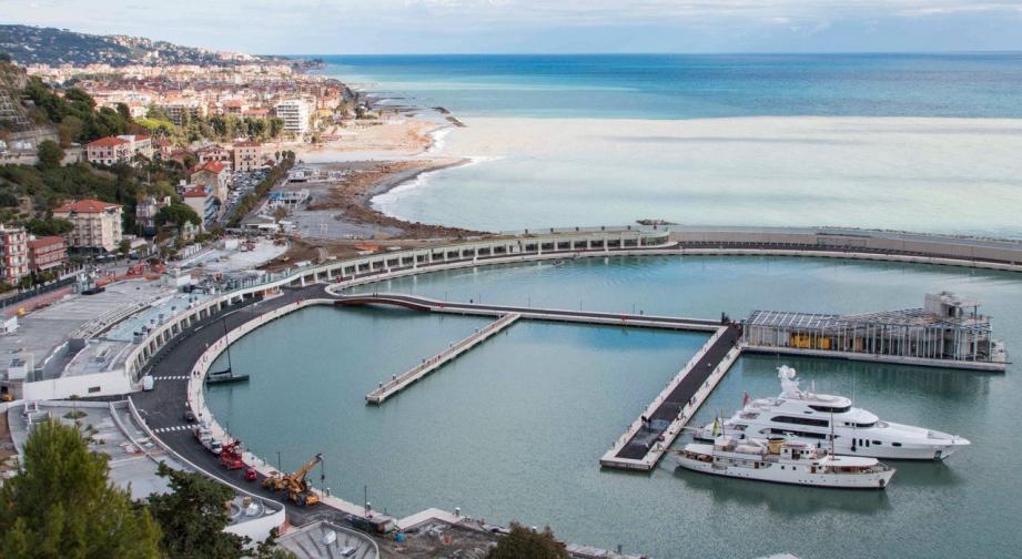 Le port de Vintimille a accueilli, jeudi, ses premiers navires, dont le très symbolique Tuiga, le voilier amiral du Yacht-club de Monaco.