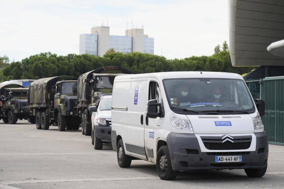 Une colonne de camions de l'armée chargés de denrées est en chemin vers la Roya, depuis la Métropole Nice Côte d'Azur.