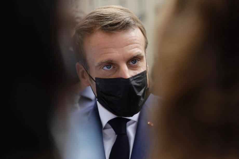 Emmanuel Macron le 6 octobre 2020 à l'hôpital Rothschild.