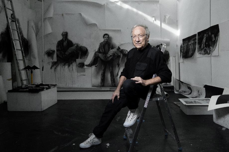 Ernest Pignon-Ernest dans son atelier, le 7 octobre 2020 à Ivry-sur-Seine, près de Paris
