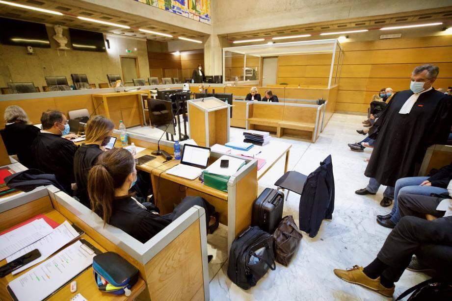 Face à Mes Colombani et Guidicelli pour la défense, neuf avocats représentent les parties civiles.