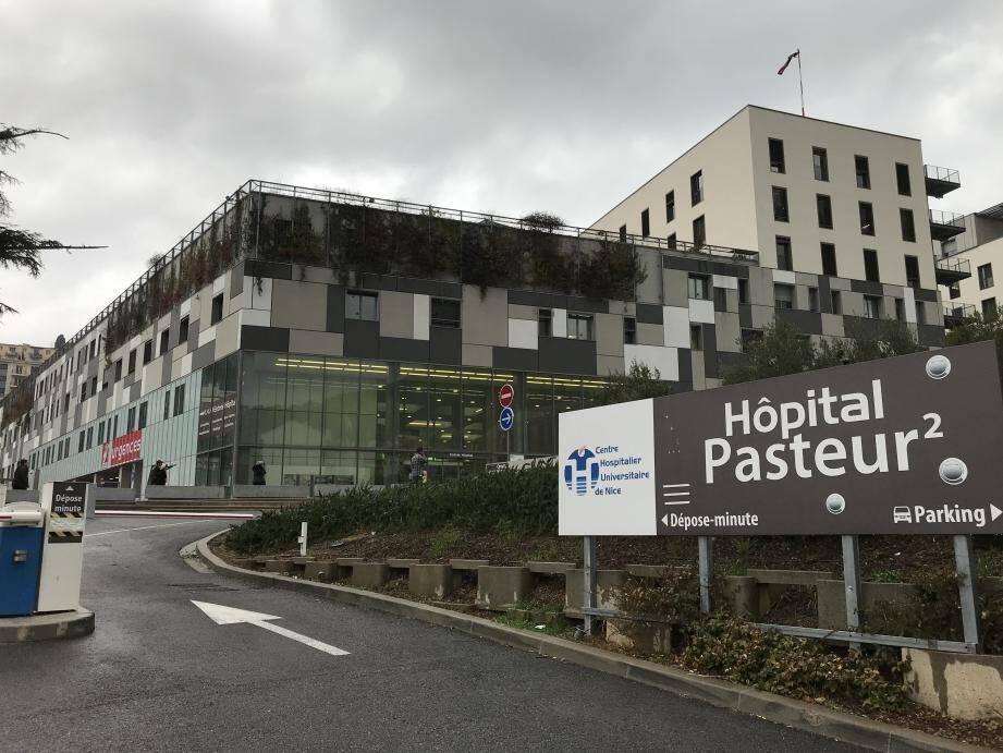 Selon Charles Guépratte, directeur général du CHU de Nice, on entre aujourd'hui dans une deuxième phase. « La gestion de la catastrophe, très intense au cours des premiers jours, tend à se normaliser. On a aujourd'hui une plus grande visibilité qu'à 12 ou 24 heures… ».