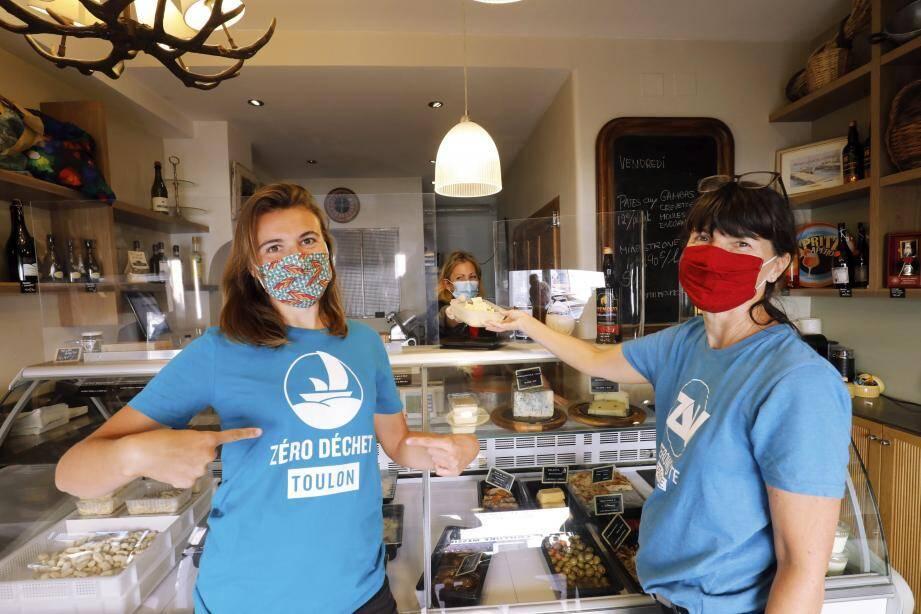 Cécile et Françoise, deux des «ambassadrices» de Zéro déchet Toulon, sont allées à la rencontre de Sylvie Laugier, mardi 13 octobre, à La Garde. Les «visites» se poursuivent toute la semaine.