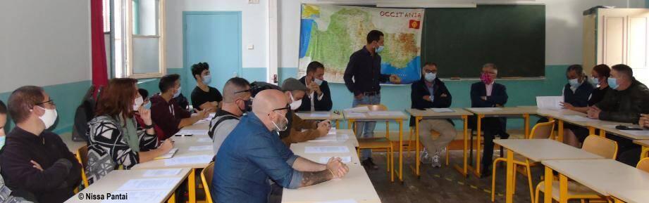 Au lycée Masséna, une cinquantaine de membres d'associations culturelles et de profs d'occitan s'est réunie.(DR)