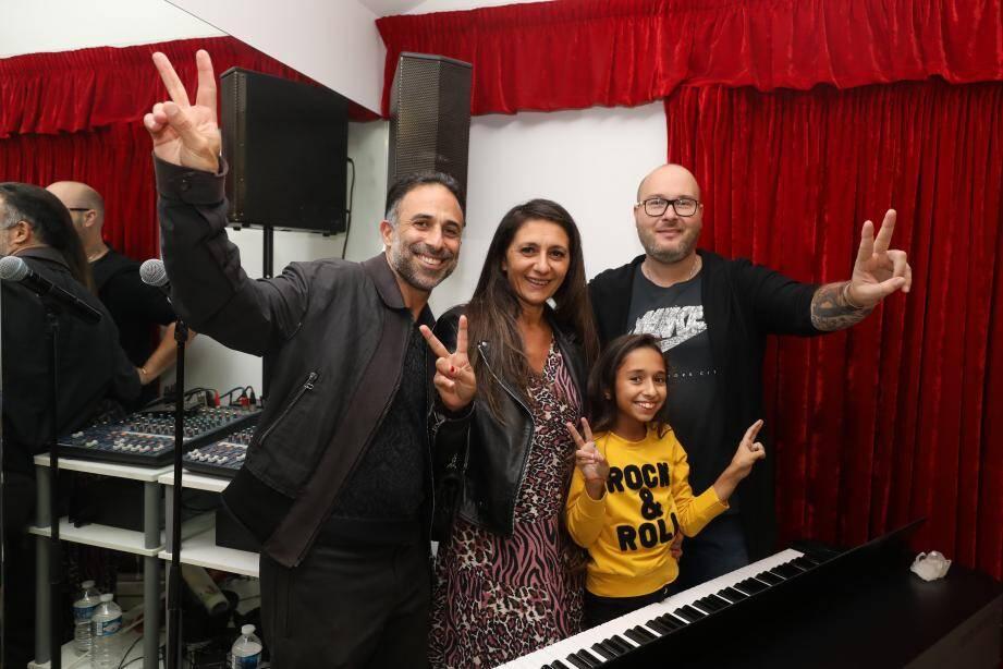 Rébécca a remporté, samedi soir, la 7e saison de The Voice Kids. Ses parents et son professeur de chant, Michael Besigot, l'ont accompagnée durant cette aventure.