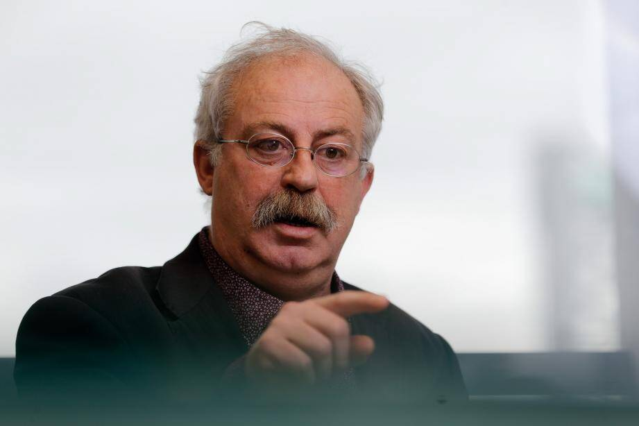 Marc Vuillemot dit espérer que la nouvelle équipe « poursuive le redressement des finances seynoises que nous avons entamé ».