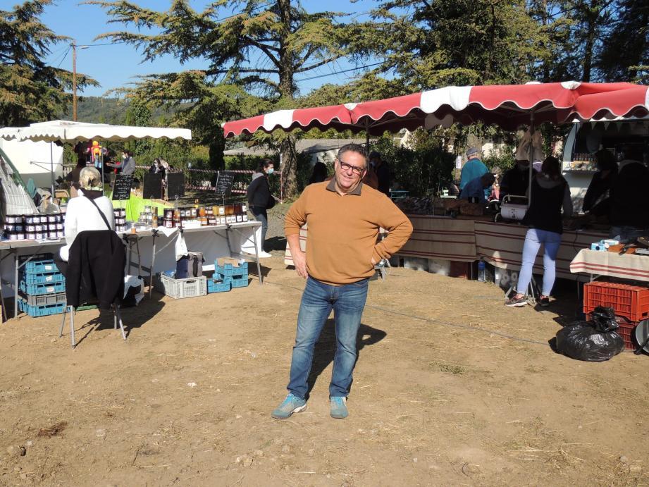 Sébastien Tumbarello a transformé son terrain en un marché des saveurs d'automne.