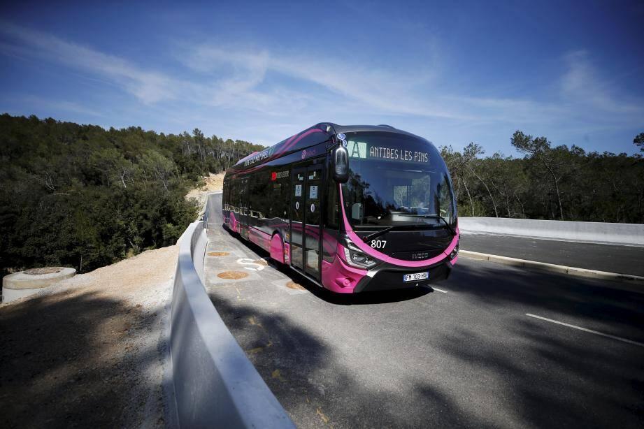 La refonte du réseau des transports publics de la Casa est axé sur l'a mise en service de la ligne A, celle du bus-tram, entre Antibes et Sophia Antipolis.
