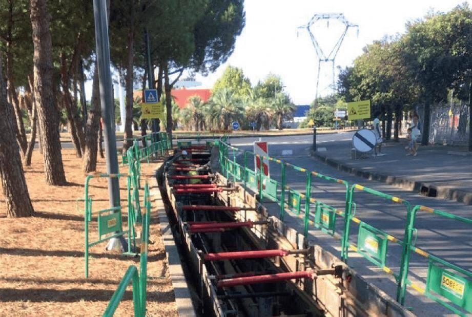 La première phase du chantier prévue jusqu'en septembre 2021 consiste à réaliser des tranchées (comme ici à Montpellier) pour mettre en place des fourreaux.
